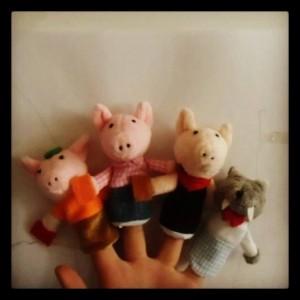 Fingerdukker av eventyret om de tre små griser